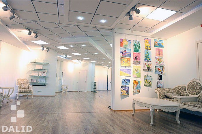 Private Art Gallery with an Object Exhibition Area